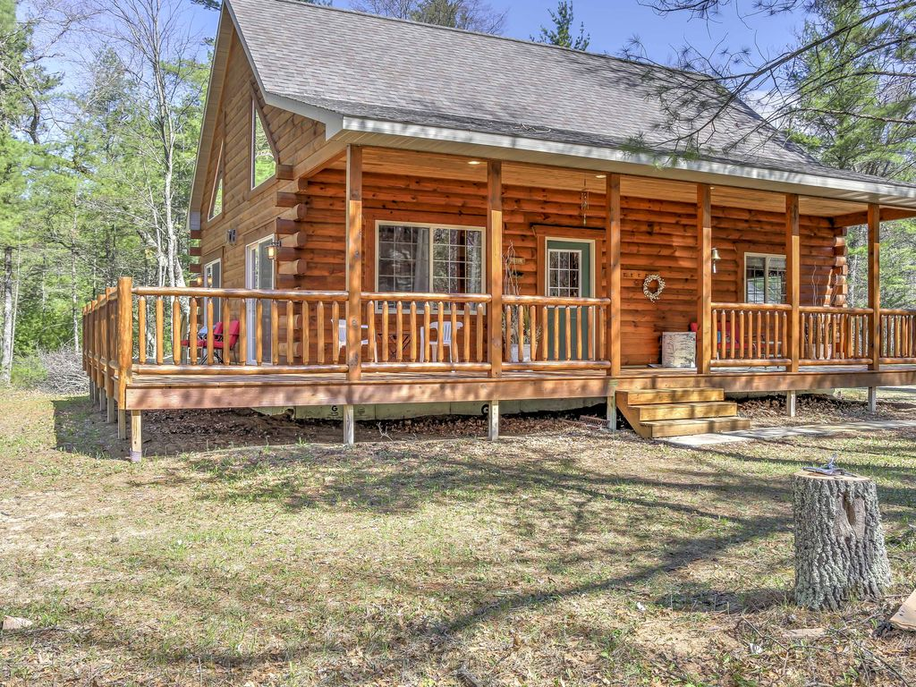 Wausaukee cabin w porch near hiking atv vrbo for Full wrap around porch log homes