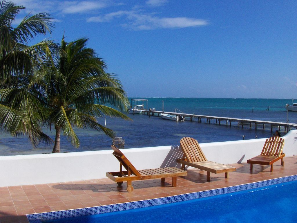 Caribbean Waterfront Condo Overlooking The Barrier Reef. Pool, Hot ...