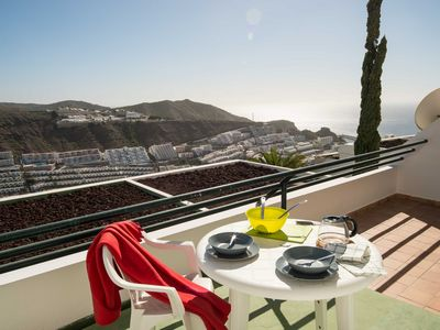 Photo for Amadores apartment terrace with sea view by Lightbooking