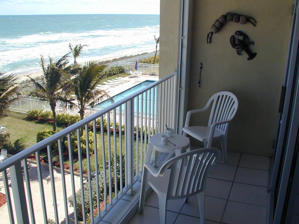Hiding stair under the balcony - Property Image 22 Beach Hide A Way Free Wifi Hdtv