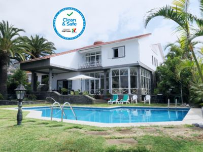 Photo for villa in the center of Funchal with pool and garden