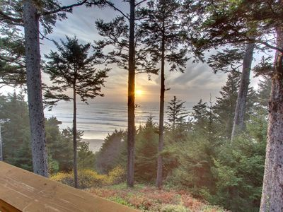 Photo for Oceanfront home w/ amazing views - walk right to the beach!