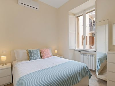 Photo for Sleek flat up to 4 guests close to Vatican Museums