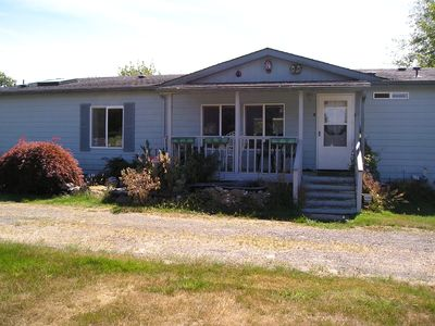 Photo for 3 Bedroom, 2 Baths On 1 1/2 Acres, 6 Blocks From Downtown Forks