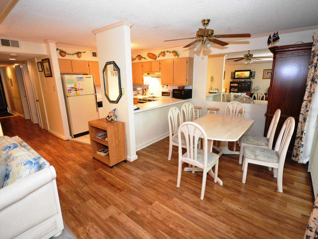 Cute, spacious 2 bedroom condo with WiFi, an outdoor pool, and a woodsy view located uptown on the bayside and less than five blocks from the beach!