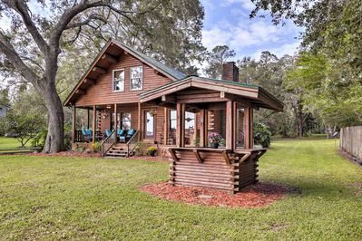 This  Pomona Park cabin boasts over 1,000 square feet of lakefront living space.