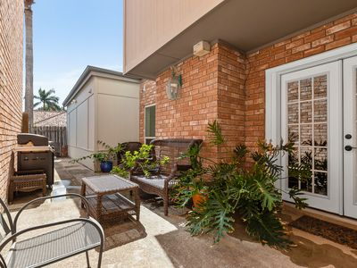 Beautiful, Upscale Townhome in Nth McAllen, Near to Shops and Great Restaurants