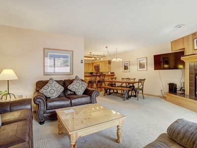 Photo for Warm and Cozy Condo - Five Min Walk to Slopes! - Free Parking