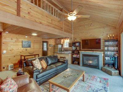 Photo for Cozy home w/ deck, private hot tub, shared pools, saunas & golf - dogs OK!