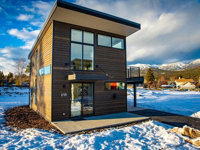 Photo for BRAND NEW Quarry unit, sleeps 7! Communal spa, gym & more onsite!