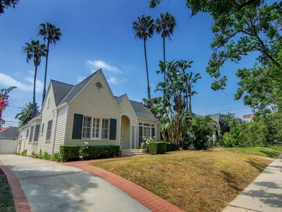 Photo for Quiet hide away in the center of LA! 3 bed 1 bath.