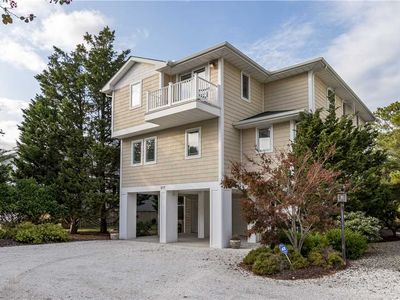 5 bedrooms, 3.5 baths, Waterfront on canal, sleeps 12, Walk to Beach