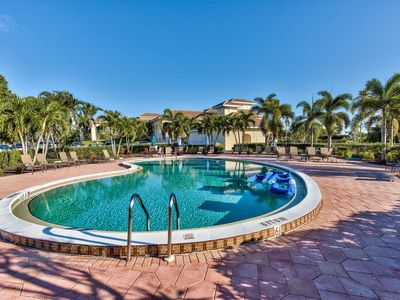 Photo for Spanish Wells Condo in Bonita Springs; 3 Miles to Barefoot Beach; Community Pool
