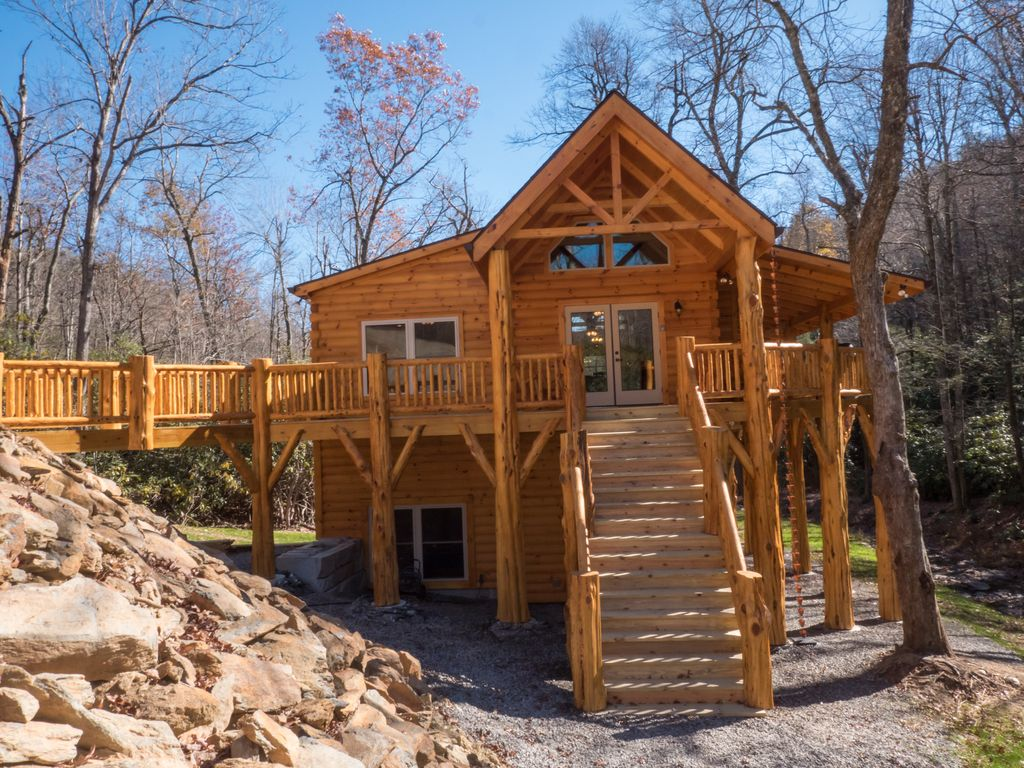 Hideaway log home next to creek close to town hiking for Cabin rentals near hiking trails