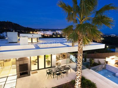 Photo for Spectacular and modern villa with sea views