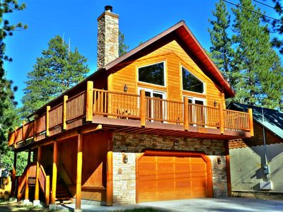 Lakeview Cabin-Log Style with Pool Table and Outdoor Spa! Pets Allowed