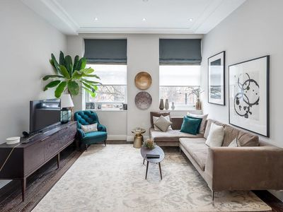 Photo for Modern 2 bed, 2 bath apartment in Paddington