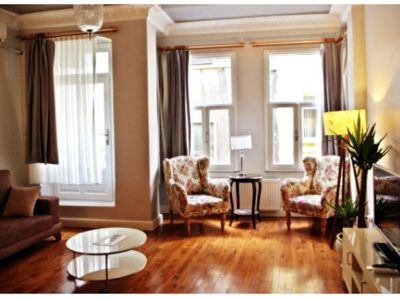 Photo for Cosy 3BR Flat Walking Distance to Galata Tower
