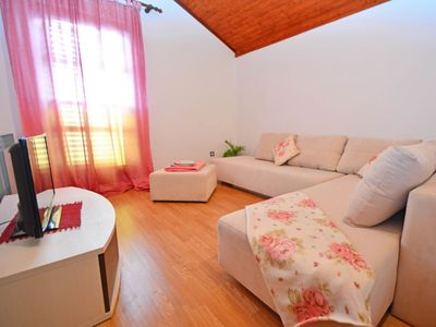Photo for Apartment in the center of Brodarica with Parking, Internet, Air conditioning, Balcony (122173)