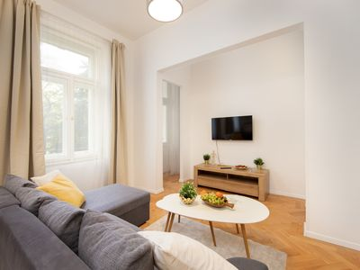 Photo for Luminous apartment w/ free Wifi, Netflix & well equipped kitchen!