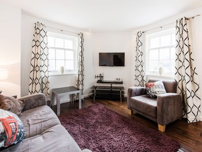 Photo for SPACIOUS 1-BED PICCADILLY CIRCUS / LEICESTER SQUARE