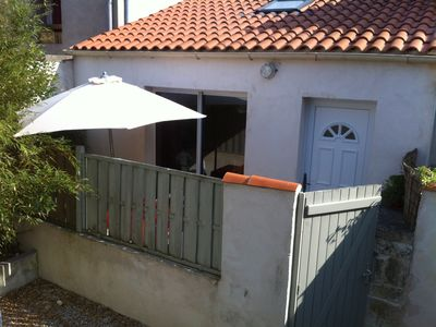 Photo for Pretty cottage 2-4 p sunny terrace / parking internet
