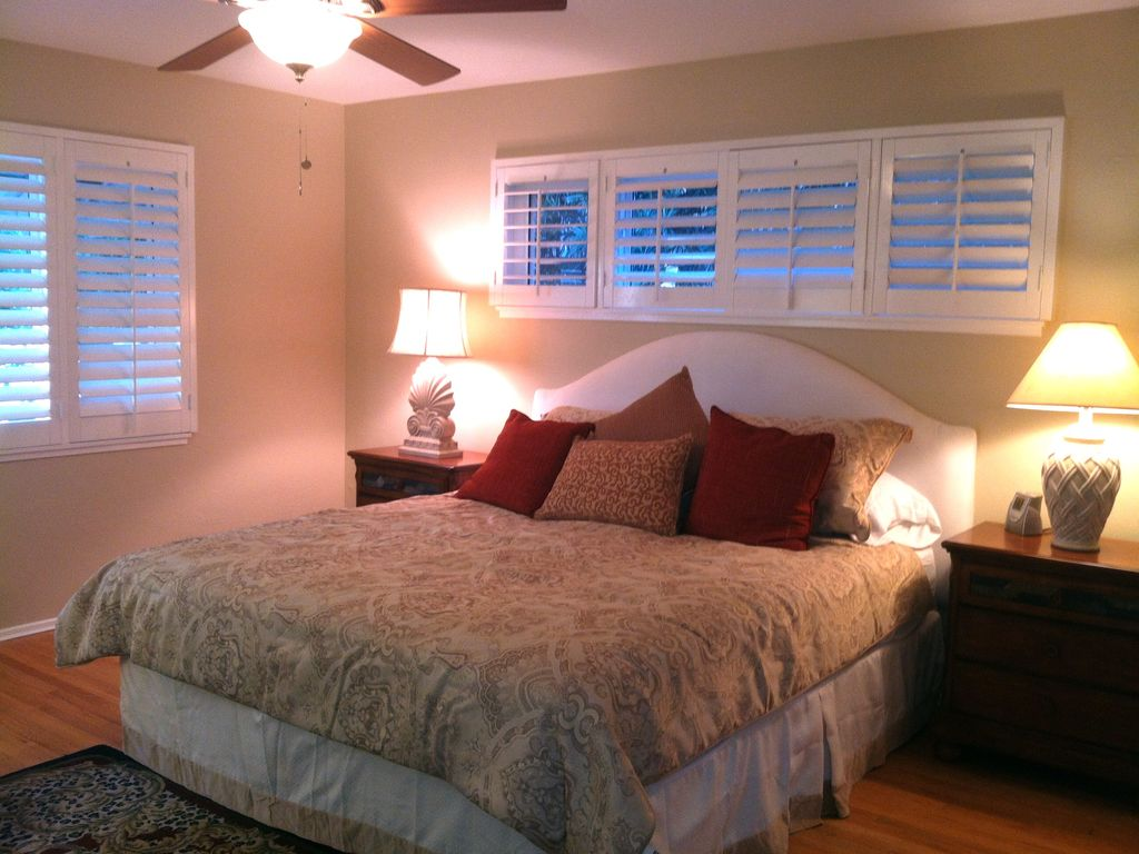 Beach cottage master bedroom - King Size Master Bedroom Suite