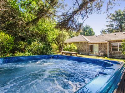 Photo for Charming oceanfront home w/Agate Beach view & shared hot tub