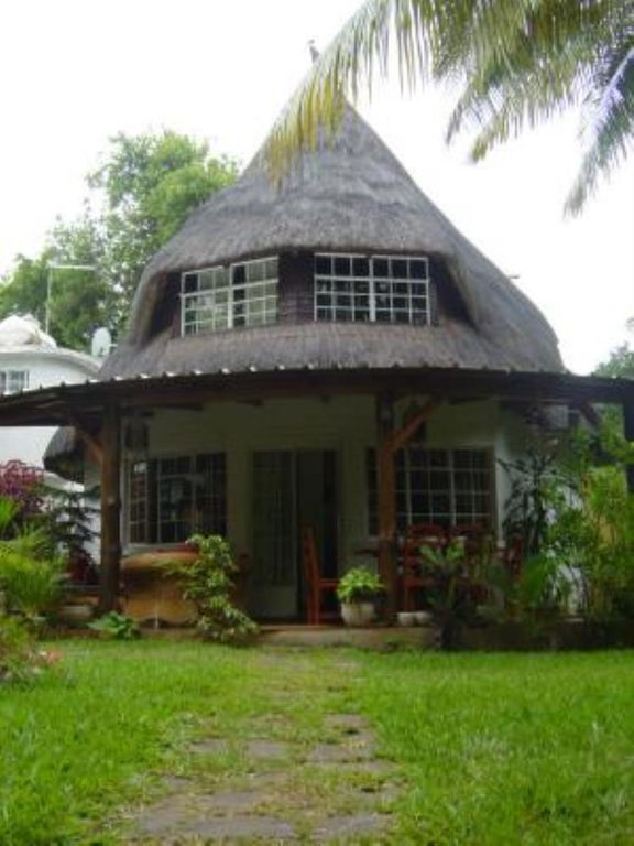 A Charming Bungalow In Los Angeles: Tamarin: Charming Bungalow On Tamarin Bay
