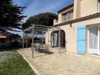 Photo for Villa Saint-Palais-sur-Mer, 4 bedrooms, 10 persons