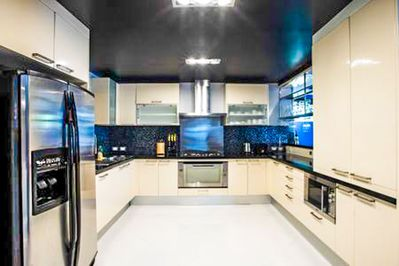 Fully Fitted Kitchen with European style appliances