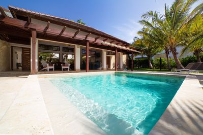 Our private pool , the perfect place for the entire family.