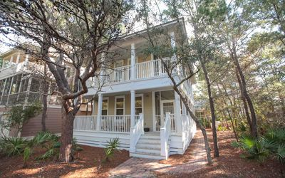 Photo for Seagrove, Community Pool, Close to Beach, Gas Grill, 3 Bikes!