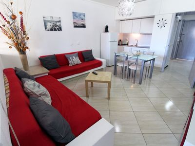 Photo for One bedroom apartment, accommodates up to 4 people, wifi, A / C, 500m from the Marina