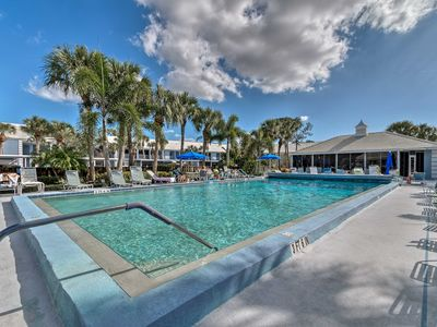 Photo for Venice Condo w/Shared Pool - 15 Minutes to Beaches