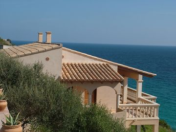 Lovely villa front of the sea exceptional situation and quiet , in first line and on a beautiful sandy beach and crystal clear waters Portocristo-Cala Romantica