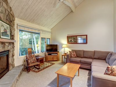 Photo for Convenient condo w/ shared pool & hot tub - mtn views, near town & slopes!