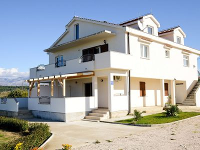 Photo for Spacious holiday house with private garden, 3 roofed terraces, 200m from the sea