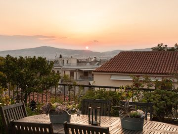 Amazing apt in the heart of Plaka. Private balcony and roof terrace with views