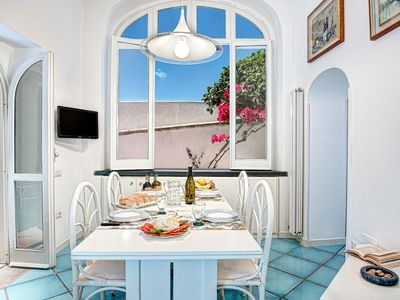 Photo for Villetta Caprile apartment in Anacapri with air conditioning & balcony.