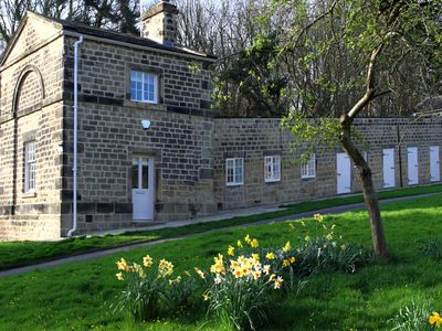 Photo for A relaxing stay on the private Harewood estate in Mulberry Cottage