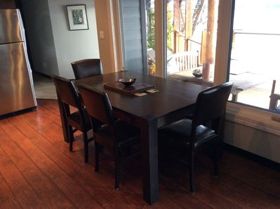 Kitchen table with seating for 6 (bench on window side)