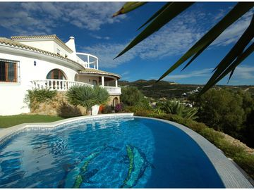 Luxury Villa with Pool & Jacuzzi Overlooking Beach in Atlanterra,Zahara (Atunes)
