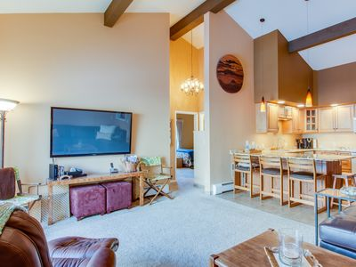 Photo for Homey, fourth-floor condo in Snowlion - close to slopes!