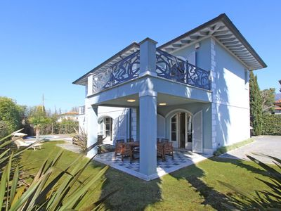 Photo for Wonderful private villa with WIFI, private pool, A/C, TV, balcony, pets allowed and parking