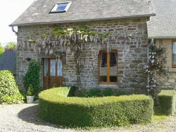 Beautiful Rural Holiday Cottage Near Gorron
