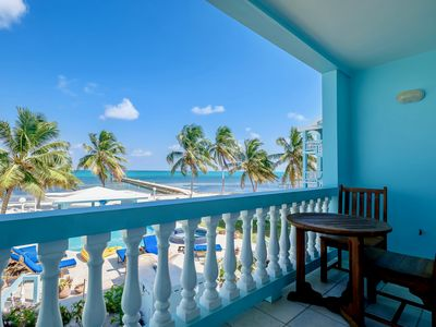 A6 🌴  Renovated condo with a fabulous view 😎  of the Barrier Reef! 🇧🇿
