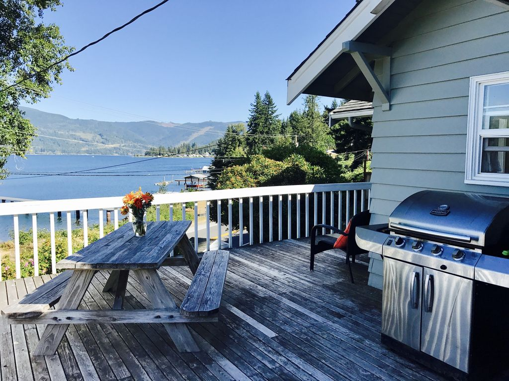 Beautiful Lake Whatcom Cabin Bellingham