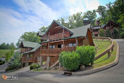 Beautifully furnished Starry Nights in Pigeon Forge is located i - This two bedroom cabin is situated at a low level with no hilly drive and is also located within short walking distance to the community pool.