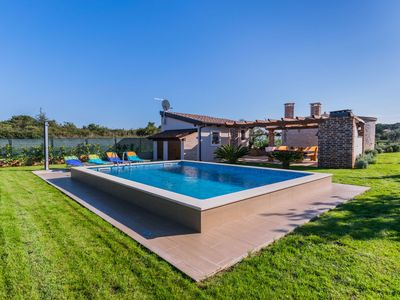 Photo for This 1-bedroom villa for up to 4 guests is located in Fazana and has a private swimming pool, air-co